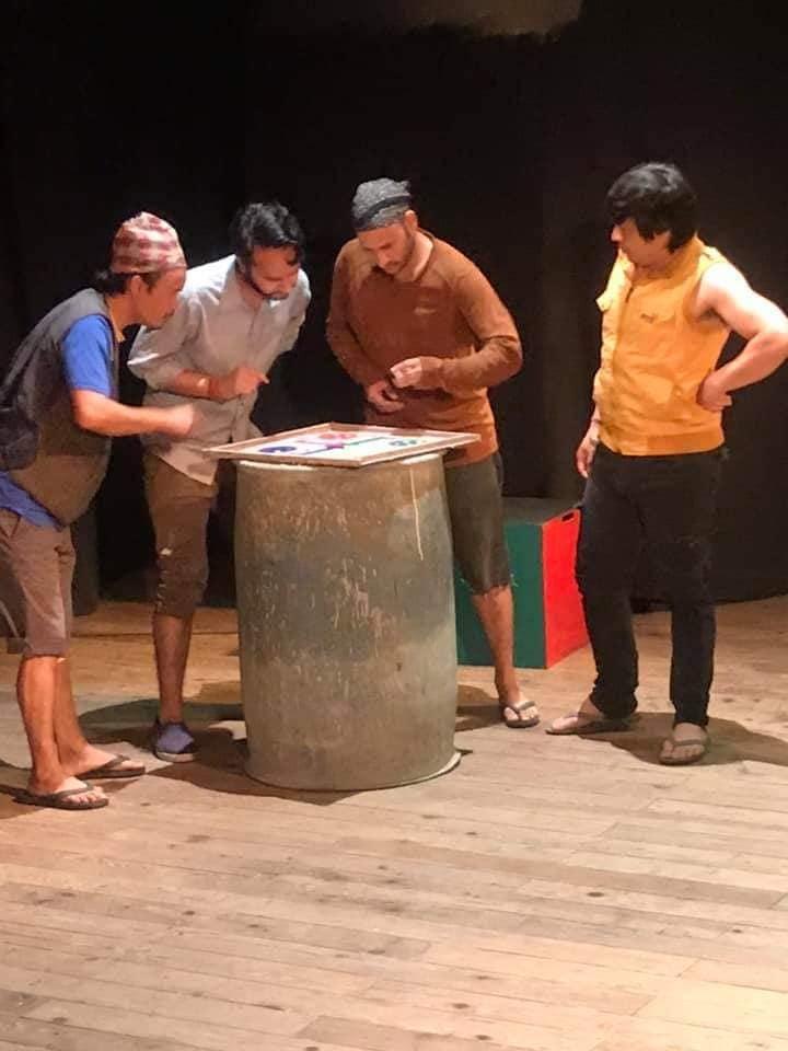 नाटक नौगेडीको प्रदर्शन