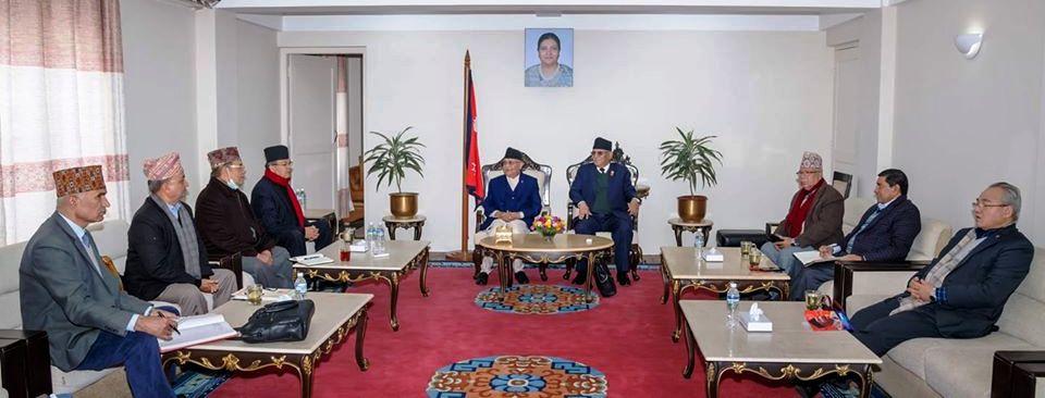 नेकपा सचिवालय बैठक सुरुः बहुमत सदस्यको हस्ताक्षर बोकेर प्रचण्ड वालुवाटारमा
