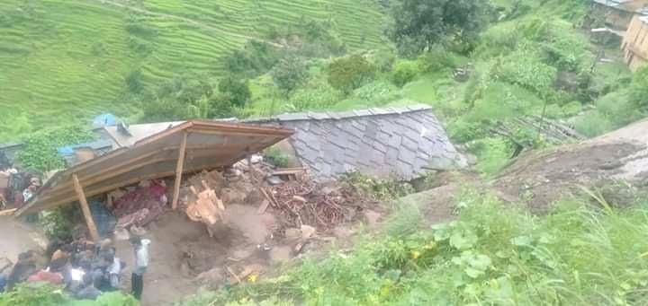 कालिकोटमा पहिरोले घर पुर्योः एकै घरका ६ जनाको मृत्यु