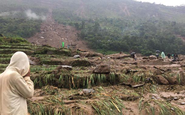 सिन्धुपाल्चोकमा पहिरोः १८ घर पुरिए, दुई जनाको शव फेला
