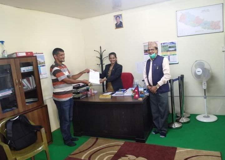 एकीकृत अखिल नेपाल शिक्षक संगठनले बेलकोटगढीलाई ६ बुँदे ज्ञापनपत्र बुझायो